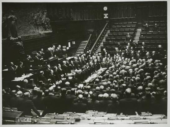 Discorso Camera Mussolini : Il discorso di mussolini alla camera fascista per l annessione