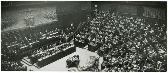 Prima seduta della camera dei deputati ed elezione dei for Numero membri camera dei deputati