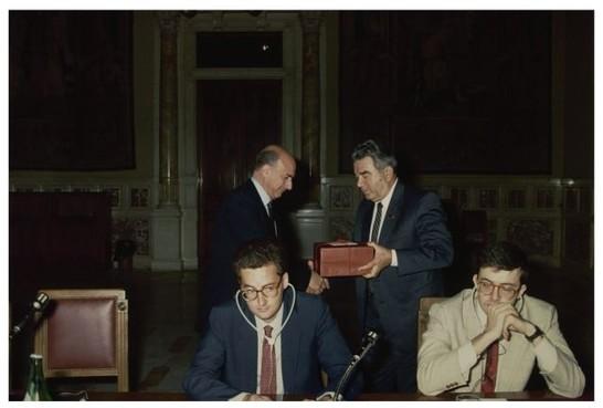 Parlamentari del soviet supremo 27 settembre 1989 for Atti parlamentari camera