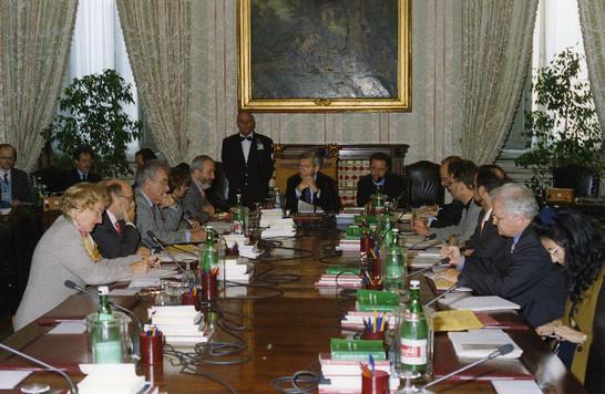 Visita di una delegazione della commissione esteri del for Numero membri camera dei deputati
