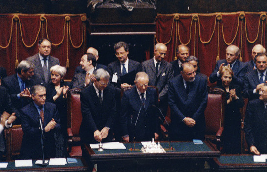 Discorso e giuramento di carlo azeglio ciampi dinanzi al for Il parlamento in seduta comune