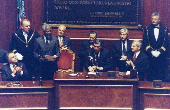 Il presidente del senato della repubblica nicola mancino for Senato della repubblica diretta