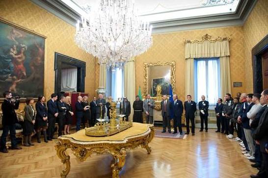 Il presidente della camera dei deputati gianfranco fini for Diretta camera deputati