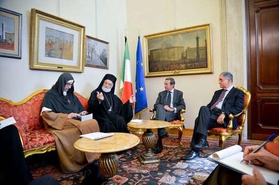 Il presidente della camera dei deputati gianfranco fini for Vice presidente camera deputati