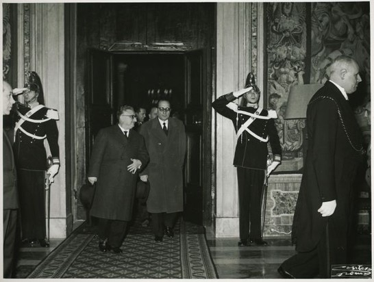 Auguri della camera al capo dello stato giovanni gronchi for Camera dei deputati archivio storico