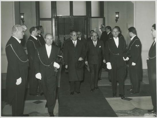 Il presidente e i giudici della corte costituzionale si for In diretta dalla camera dei deputati