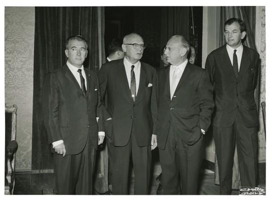 Un gruppo di parlamentari americani visita la camera dei for Atti parlamentari camera