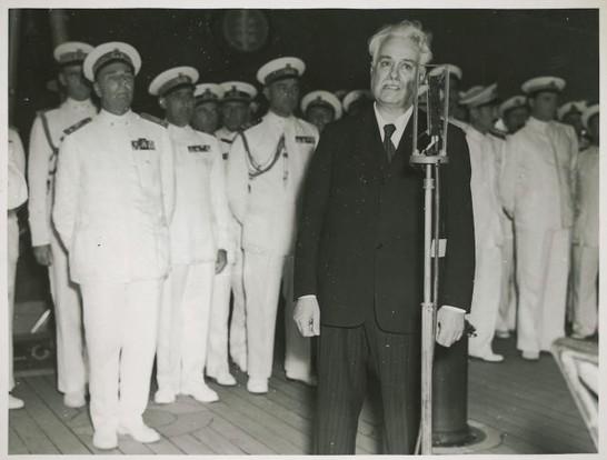 Parlamentari in visita alla squadra navale di napoli 9 for Atti parlamentari camera