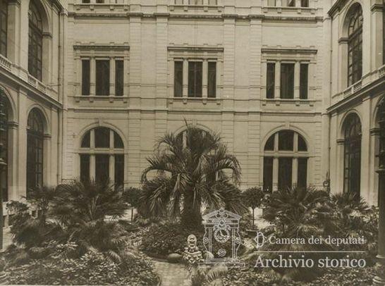 Giardino d 39 onore cortile interno palazzo montecitorio for Camera dei deputati archivio storico