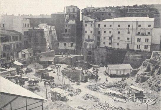 Parlamento il centro delle demolizioni dietro a for Parlamento rome