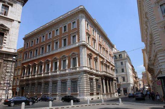 Esterni palazzo ex banco di napoli i palazzi della for Diretta parlamento