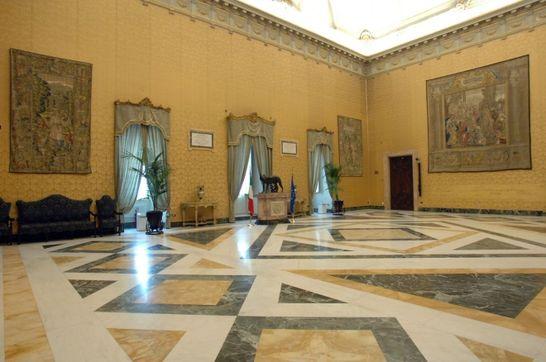 Sala della lupa palazzo montecitorio i palazzi della for Camera dei deputati roma