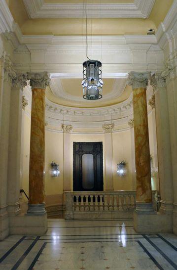 Interni palazzo ex banco di napoli i palazzi della for Portale camera