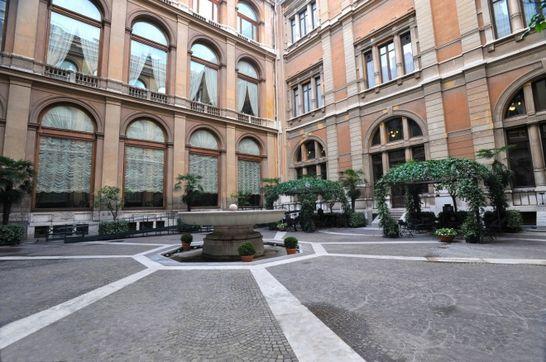 Cortile d 39 onore palazzo montecitorio i palazzi della for Palazzi di una storia